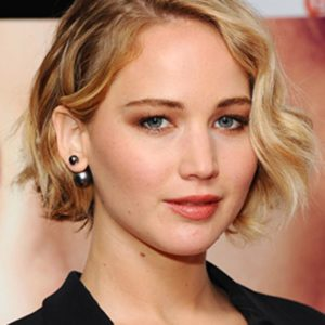 beauty-trends-blogs-daily-beauty-reporter-2014-11-24-jennifer-lawrence-serena-premiere-wavy-bob